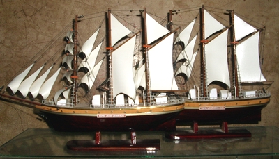 wood ship miniature dewaruci