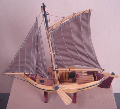 Miniatur Kapal kayuHogan