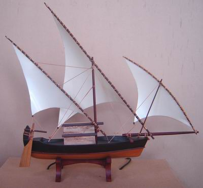 Miniatur perahu kayu Maldives